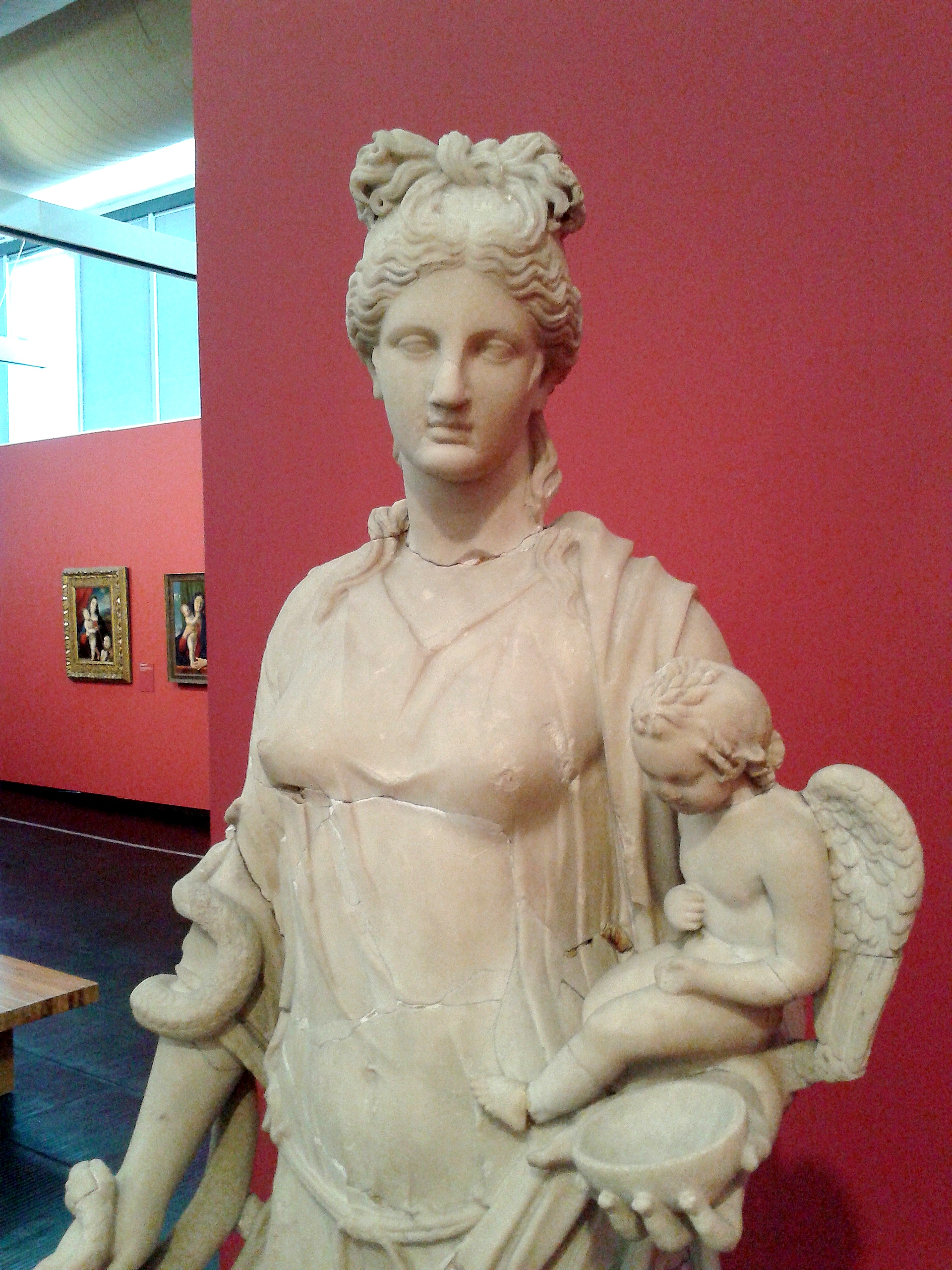 Estátua da Deusa Higéia 03.jpg