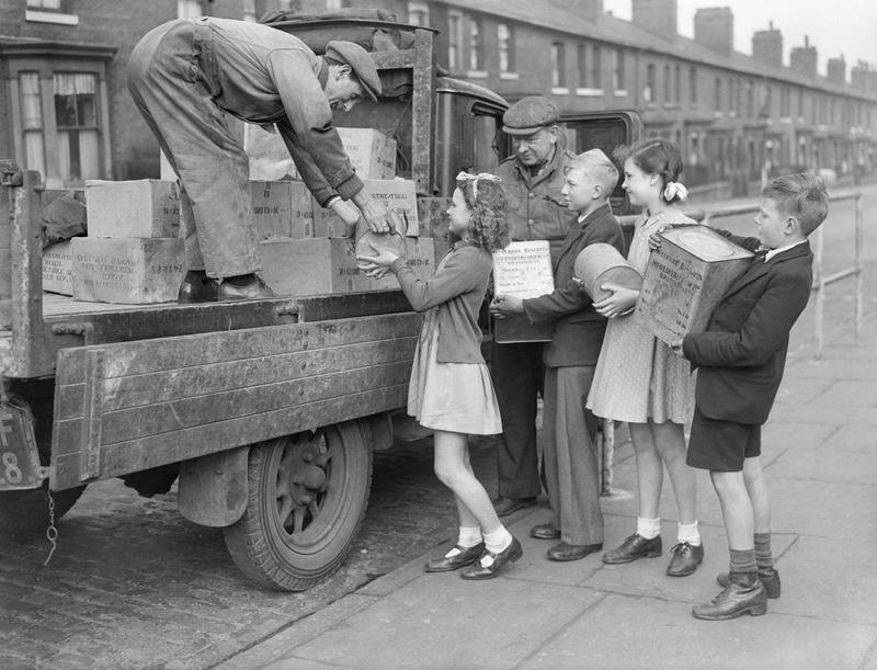 Four_children_help_load_tins_of_Meredith_and_Drew_Ltd._%27Welfare_Biscuits%27_onto_a_lorry_for_dispatch_to_civilians_in_liberated_Europe%2C_1945._V167.jpg