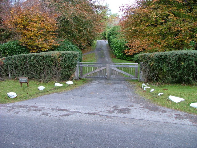 File:Gateway to Duirinish Lodge - geograph.org.uk - 272078.jpg