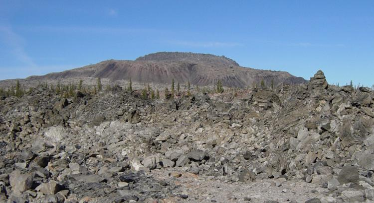 File:Glass Mountain on Medicine Lake Volcano-750px.jpg - Wikipedia ...