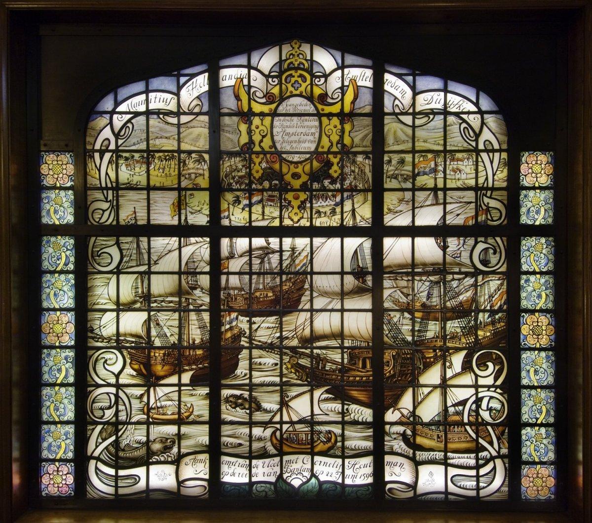 Interieur Gebrandschilderd Glas In Het Trappenhuis C Voorstellende De Aankomst Van De Vloot Van Cornelis De Houtman Op De Rede Van Bantam Amsterdam Rce