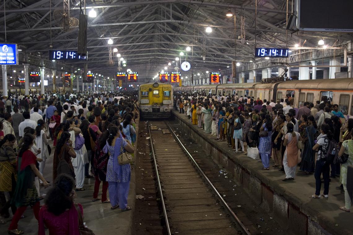 Datei:Interior of Chhatrapati Shivaji Terminus (5367542608 ...  Datei:Interior ...