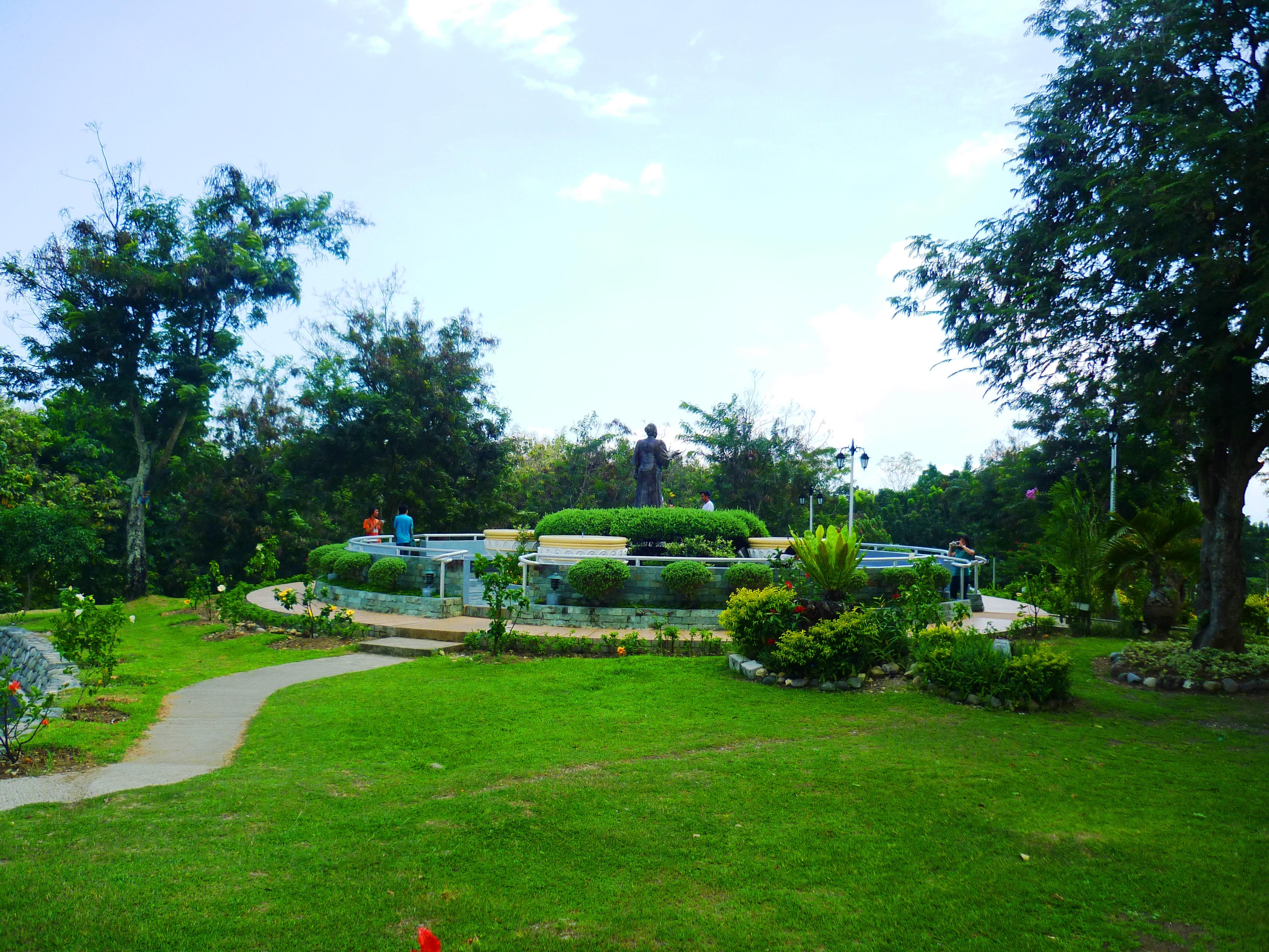File jardin maria clara llobregat 17 jpg wikimedia commons for Jardin 3 marias