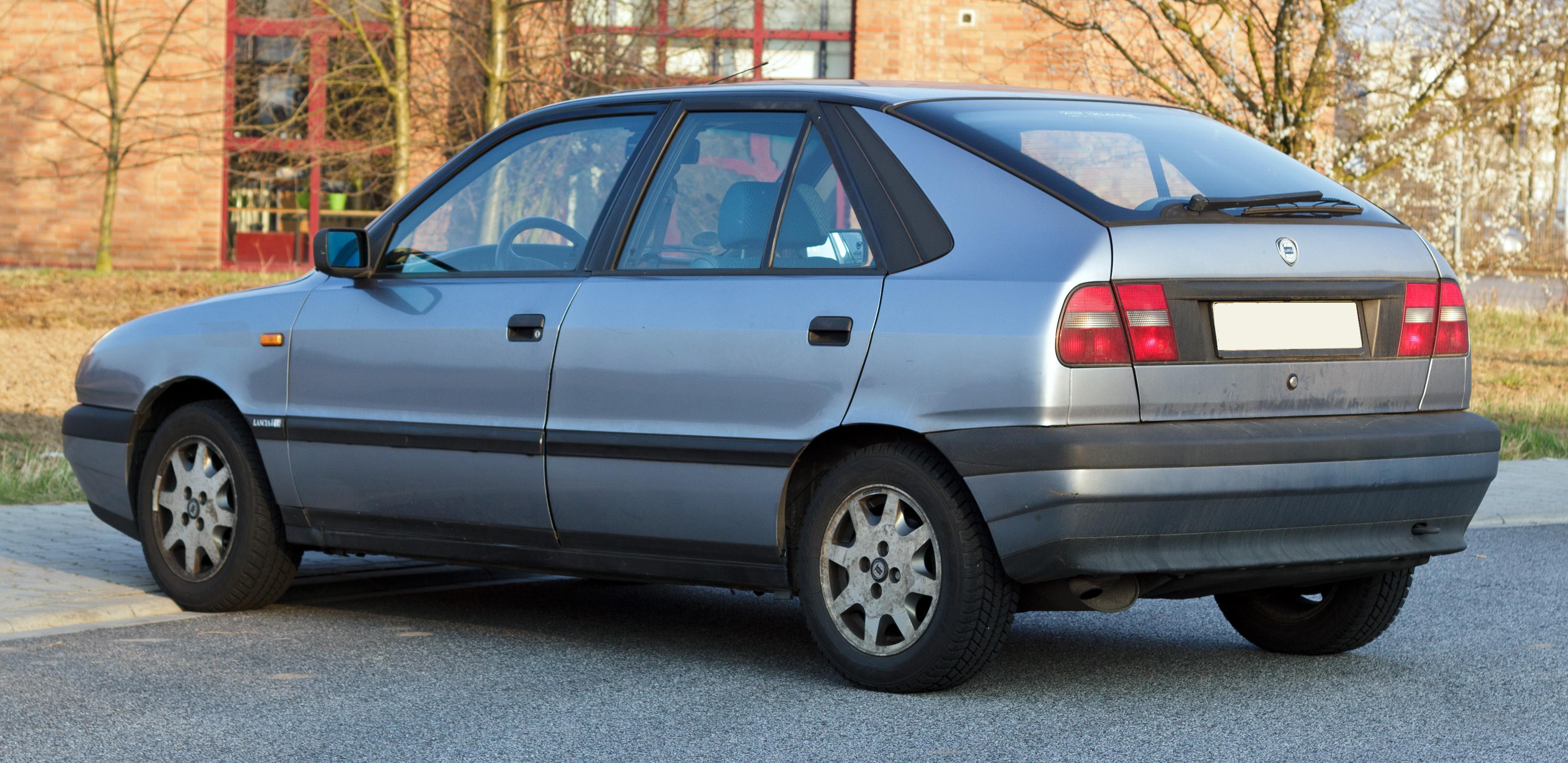 https://upload.wikimedia.org/wikipedia/commons/d/db/Lancia_Delta_II_rear_20120322.jpg