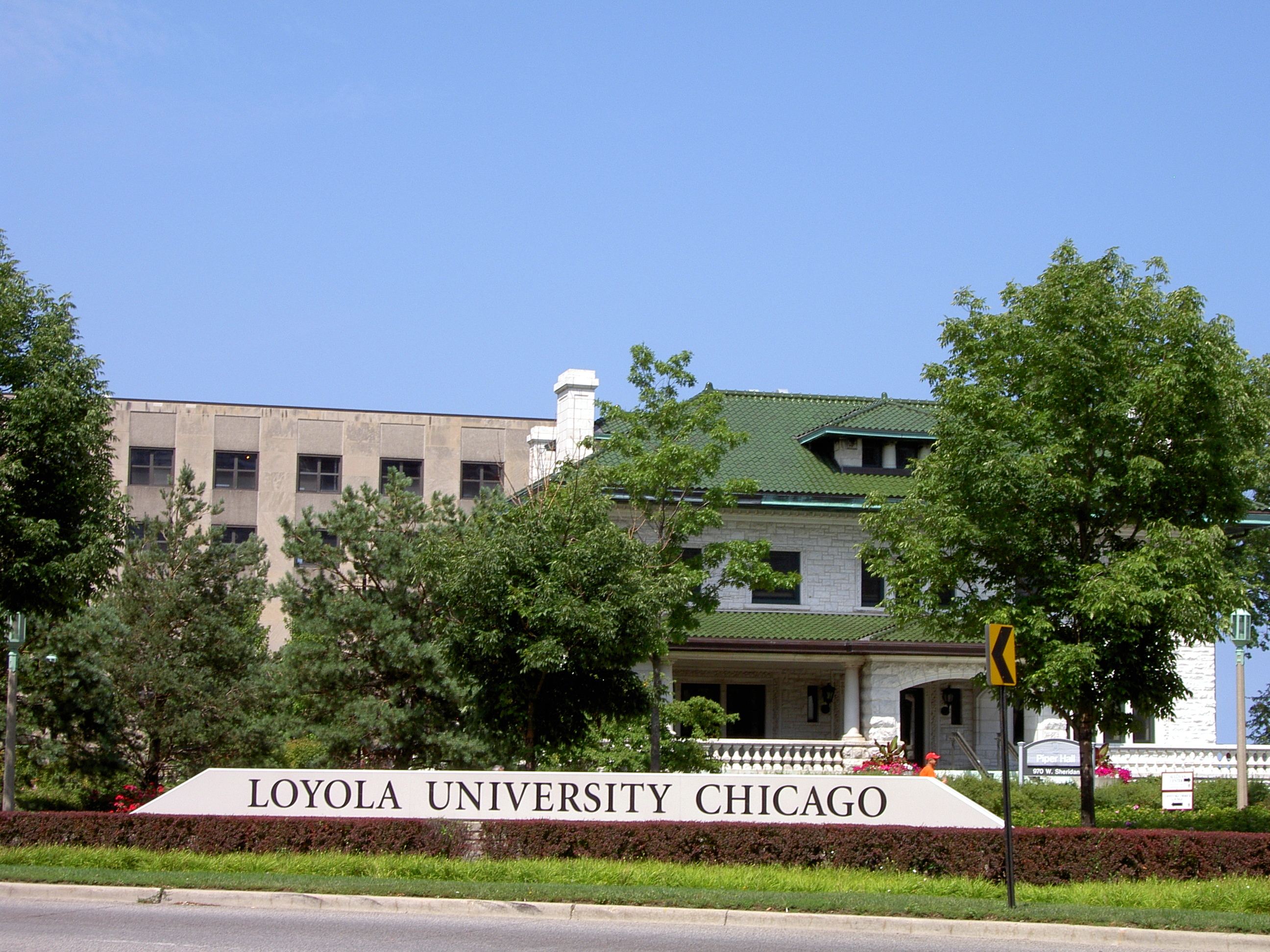 Description loyola university chicago sign on sheridan ave jpg