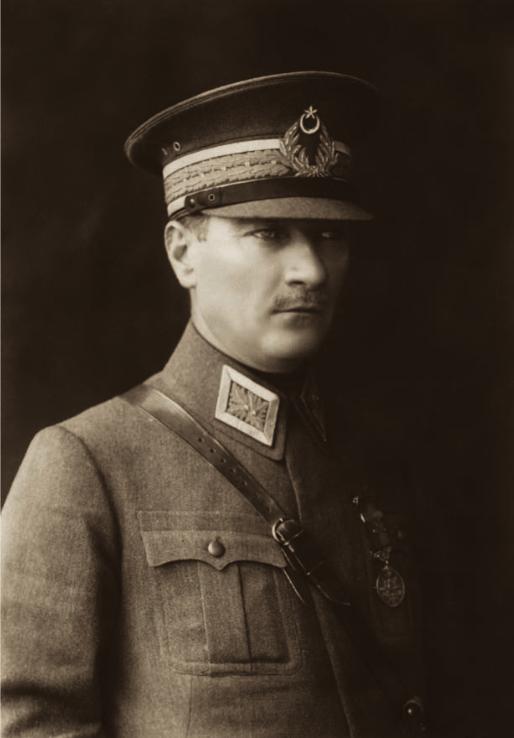 Müşir_Mustafa_Kemal%2C_Ankara%2C_1925.png