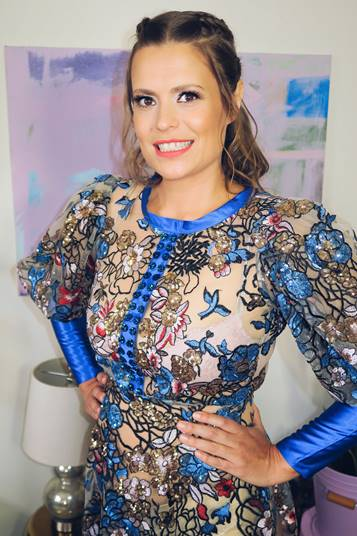 The 38-year old daughter of father (?) and mother(?) Marianna Palka in 2019 photo. Marianna Palka earned a  million dollar salary - leaving the net worth at  million in 2019