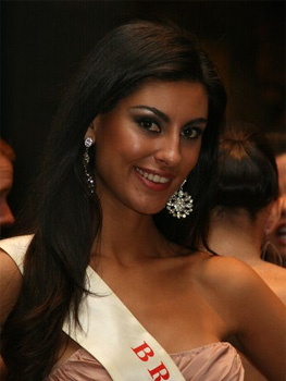 https://upload.wikimedia.org/wikipedia/commons/d/db/Miss_Brazil_07_Regiane_Andrade.jpg