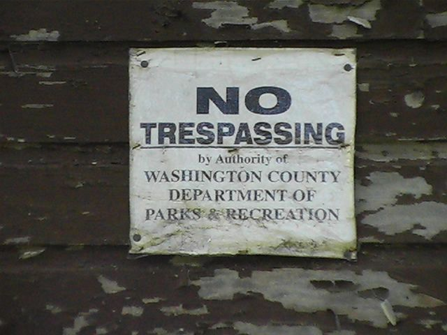 File:No trespassing sign.jpg