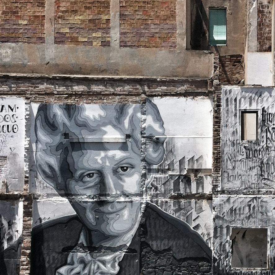 Retrato de Mercè Rodoreda en un mural en Barcelona.