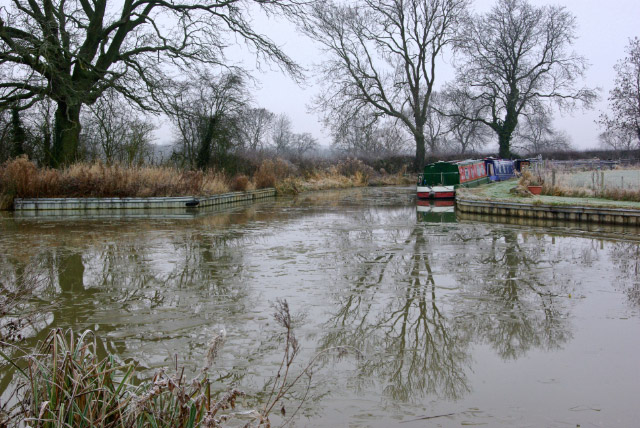 File:Oxford Canal, Clifton upon Dunsmore - geograph.org.uk - 1104533.jpg