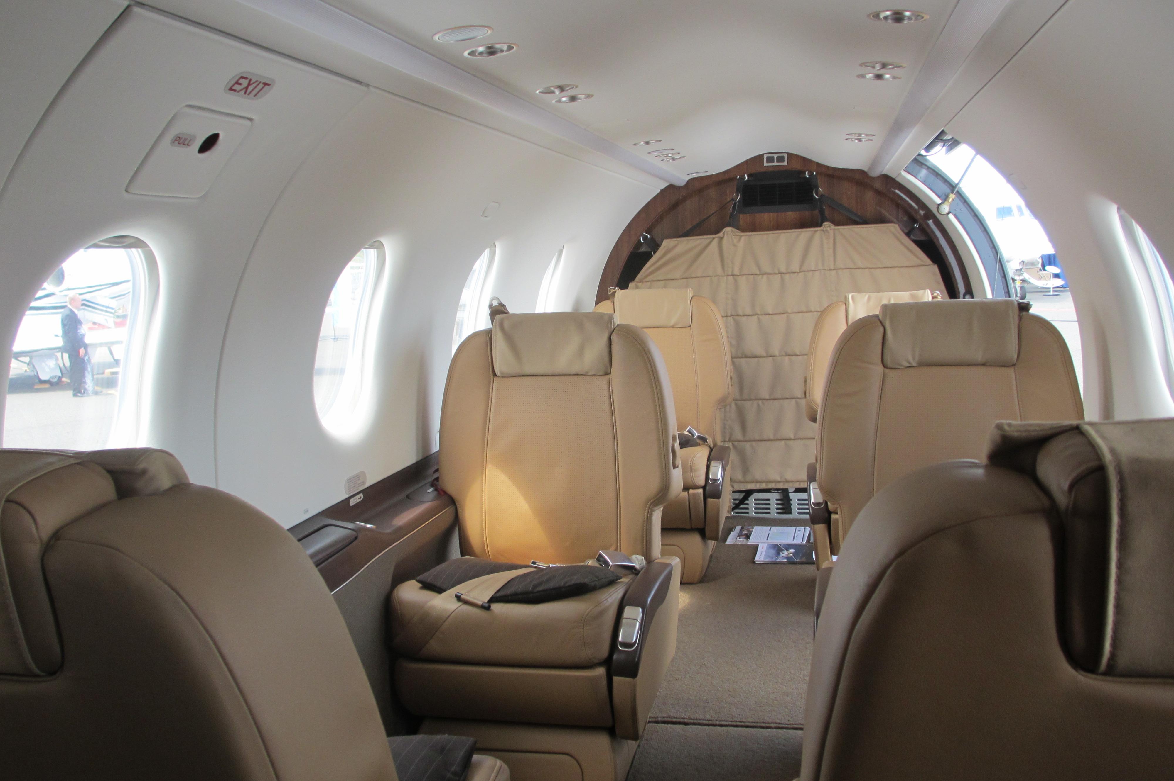 Superb File:Pilatus PC 12 Cabin Interior