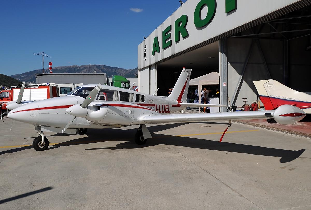 File:Piper PA-30-160 Turbo Twin Comanche C, Private JP7221903.