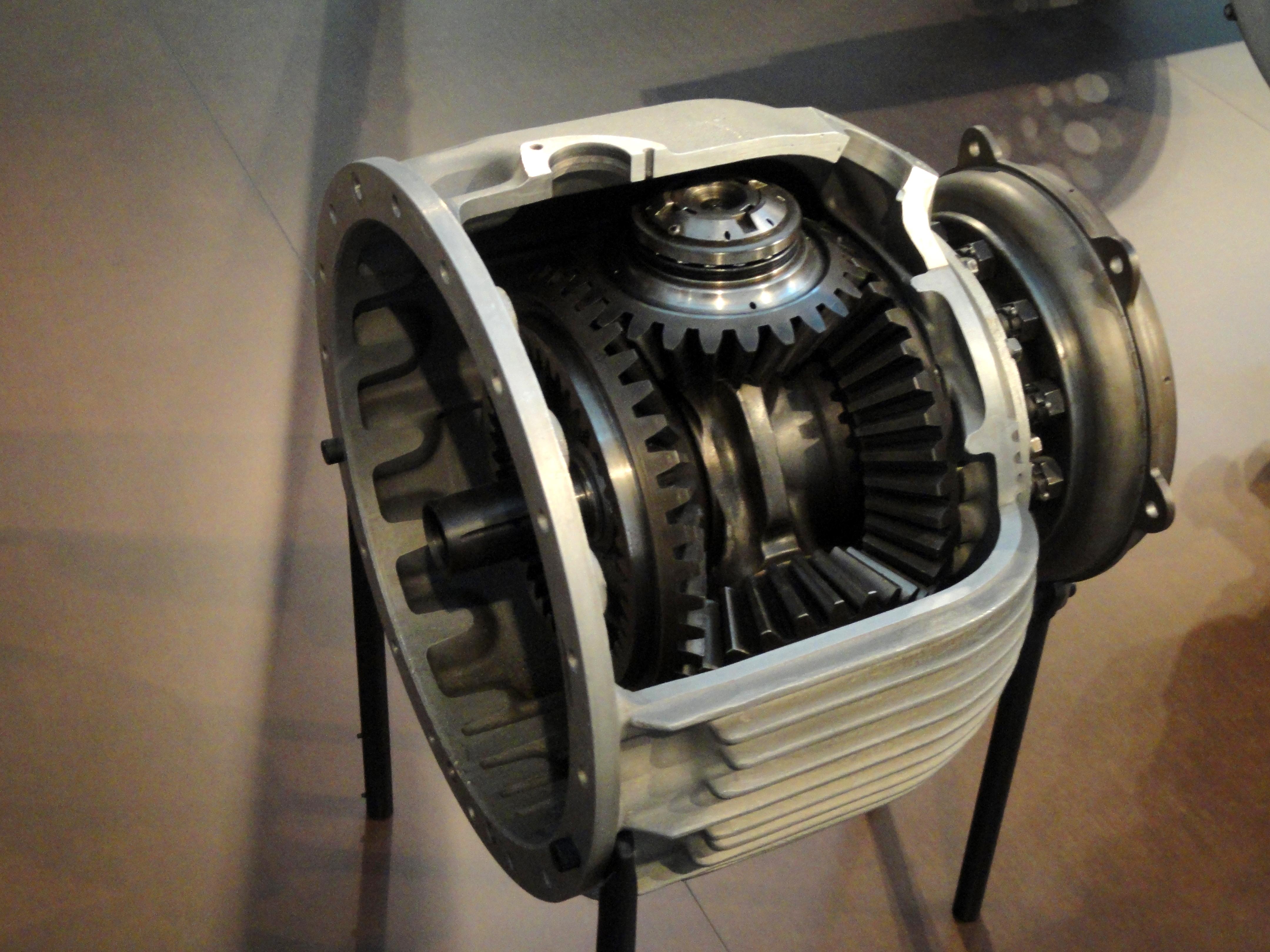 Mercedes Benz Museum >> File:Planetary gears, Maybach-Motors VL2 - Zeppelin Museum ...