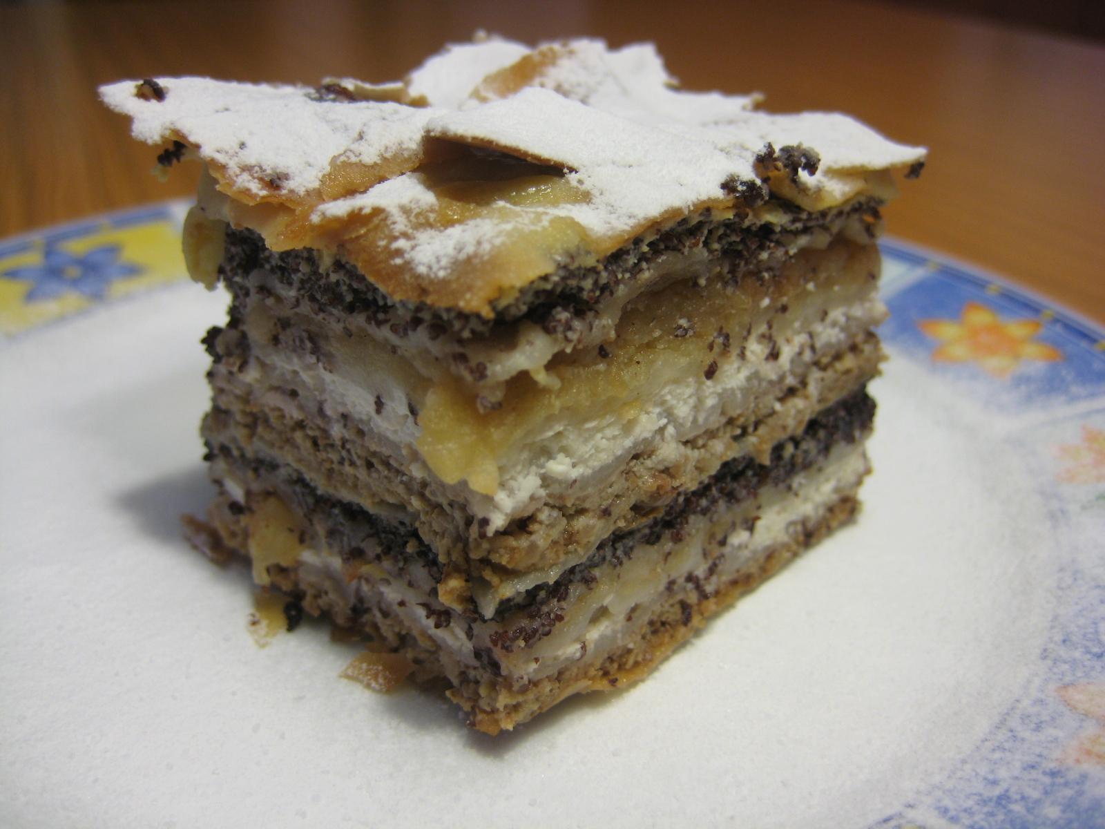 PrekmurskaGibanica, un pastel típico de Eslovenia con semillas de amapola, manzanas, nueces y pasas.