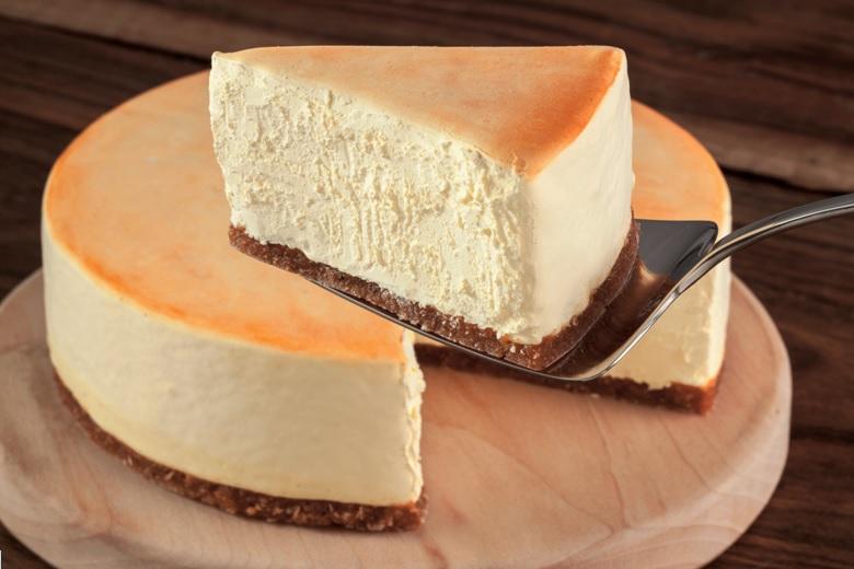 File:Raised slice of cheesecake.jpg - Wikimedia Commons