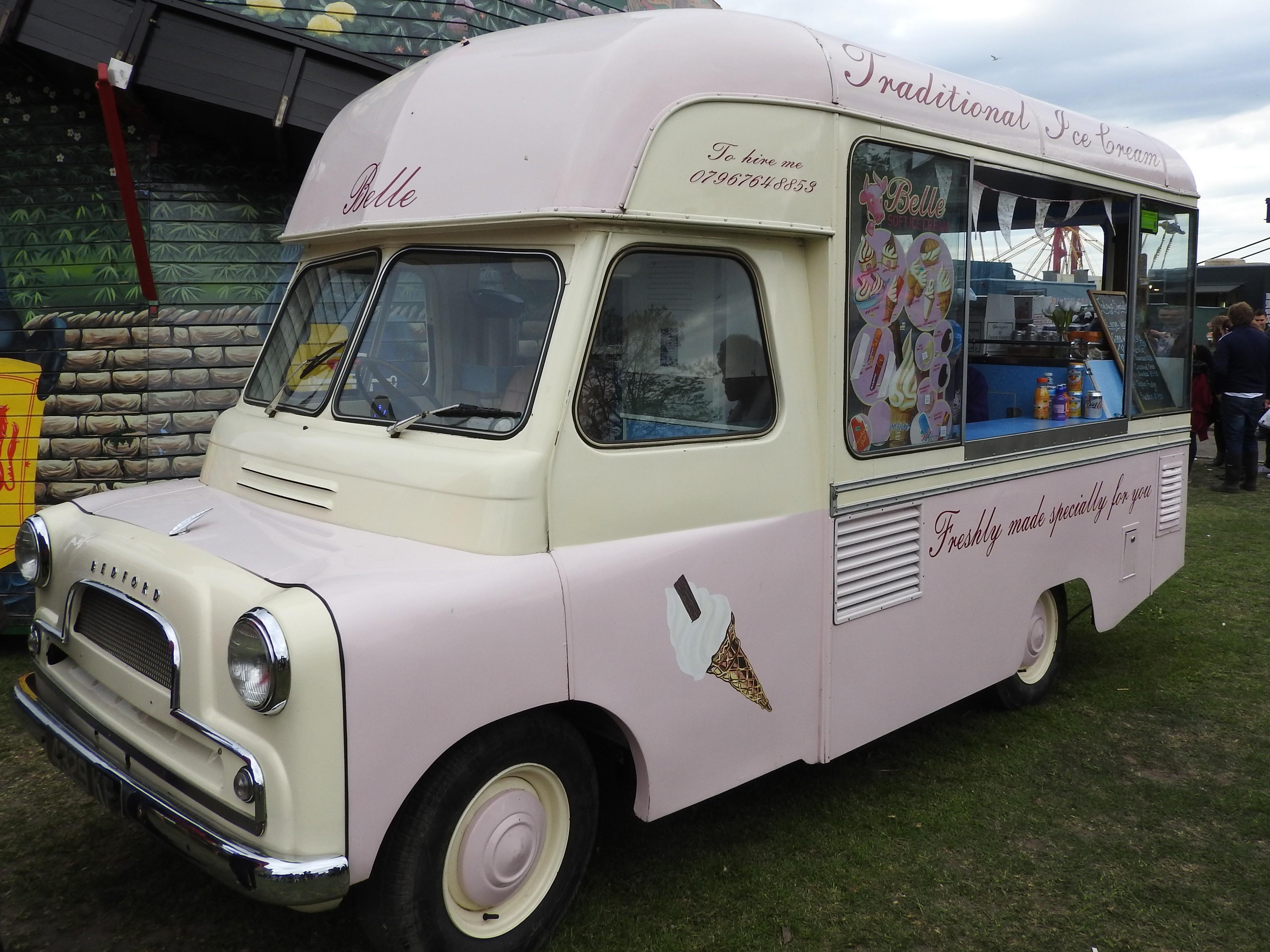 Van Hire Bedford >> File Rochester 2017 Sweeps Fairground Bedford Ice Cream Van