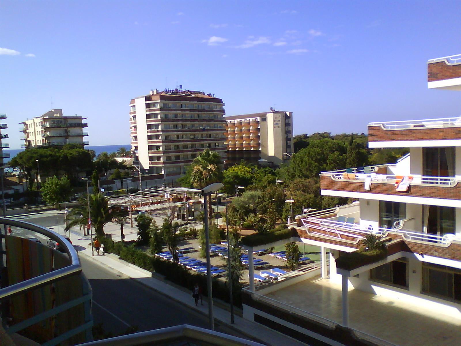 http://upload.wikimedia.org/wikipedia/commons/d/db/Santa_Susanna_strefa_hotelowa.JPG