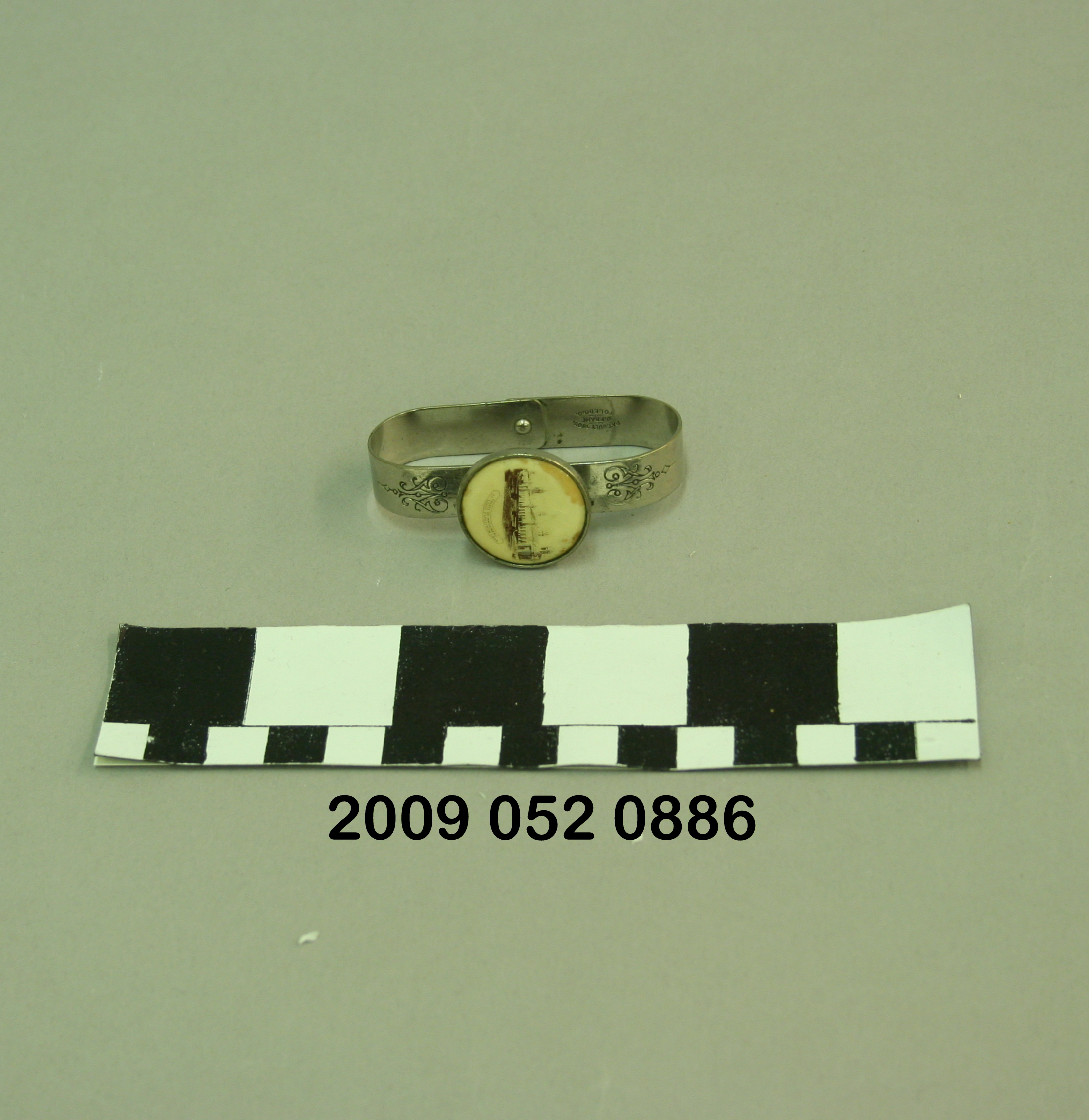 File Small Folding Metal Napkin Ring With Black And White Image Of The Palace Of Machinery Jpg Wikimedia Commons