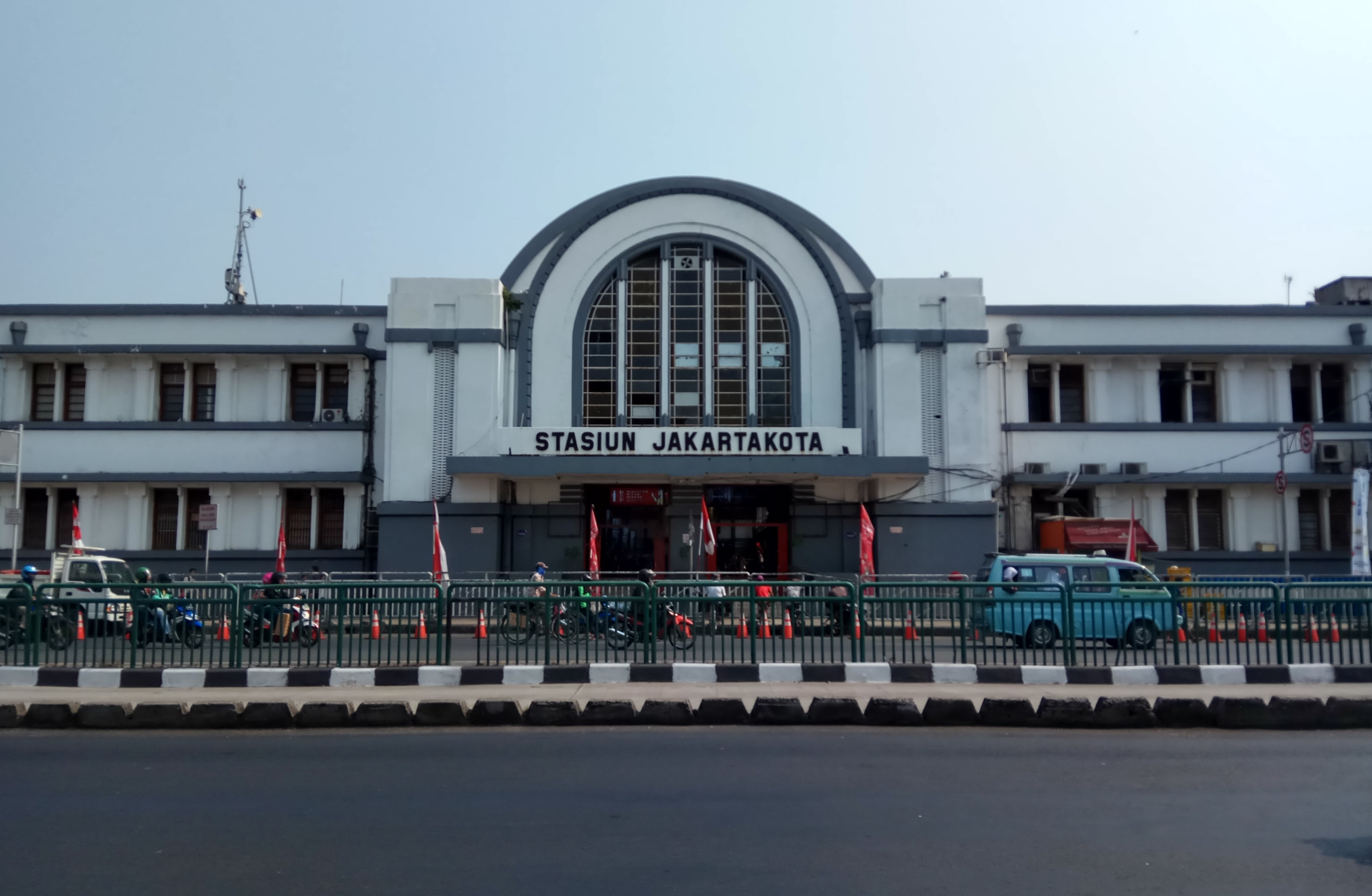 Stasiun Jakarta Kota Bahasa Indonesia