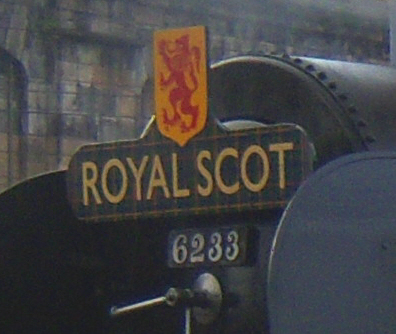 El juego de las imagenes-http://upload.wikimedia.org/wikipedia/commons/d/db/Steam_locomotive_6233_Duchess_of_Sutherland_Royal_Scot_headboard.jpg