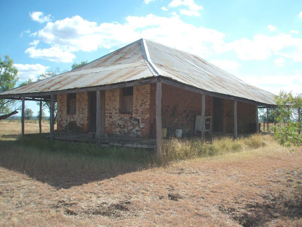 Stone farm building wikipedia for Farm house construction