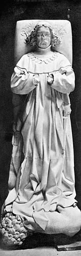 Gisant en pierre de Charles Ier de Bourbon dans l'église du prieuré de Souvigny
