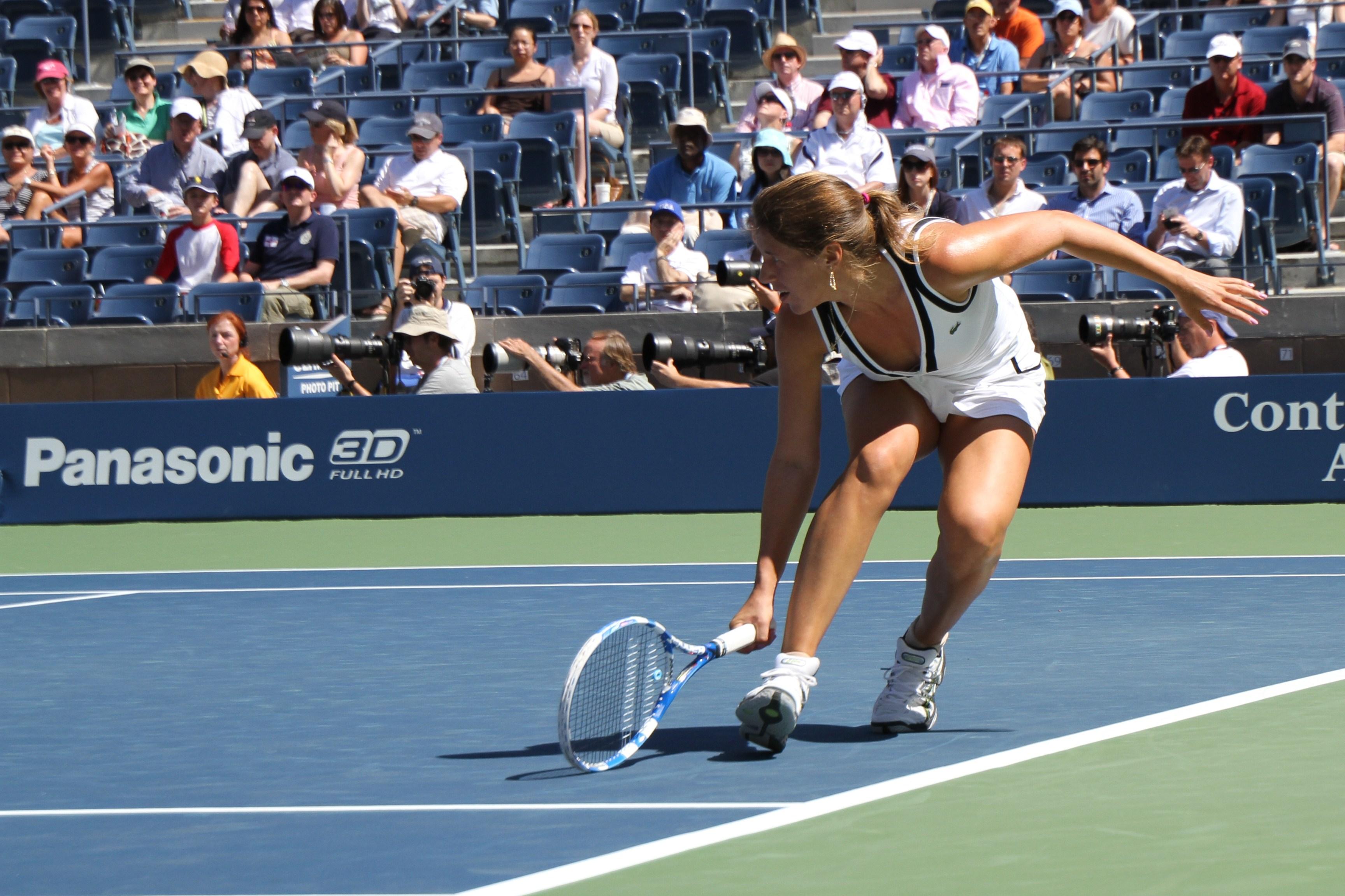 Il torneo di tennis degli US Open è il quarto e ultimo dei tornei del Grande Slam Si tiene tra agosto e settembre il torneo principale è composto da cinque