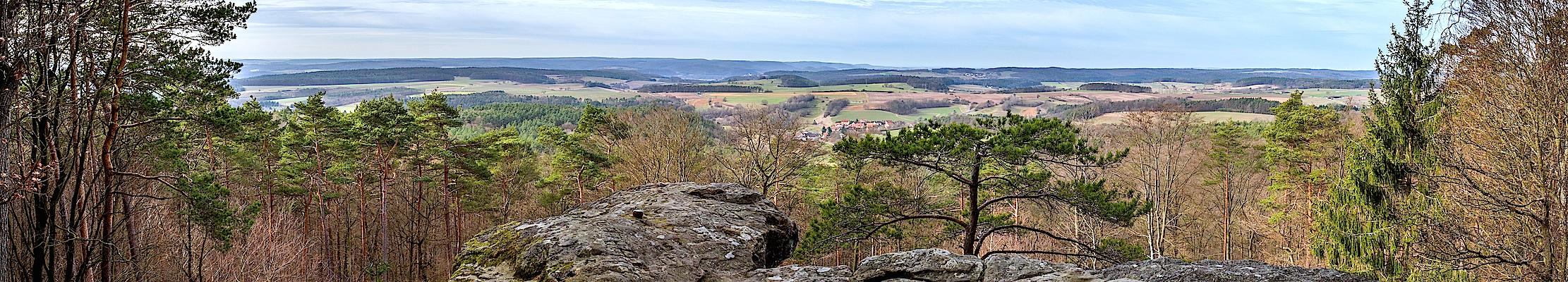 18 февраля (03 марта) 2018. Вайтенштайн в природном парке Хассберге, Бавария, Германия.