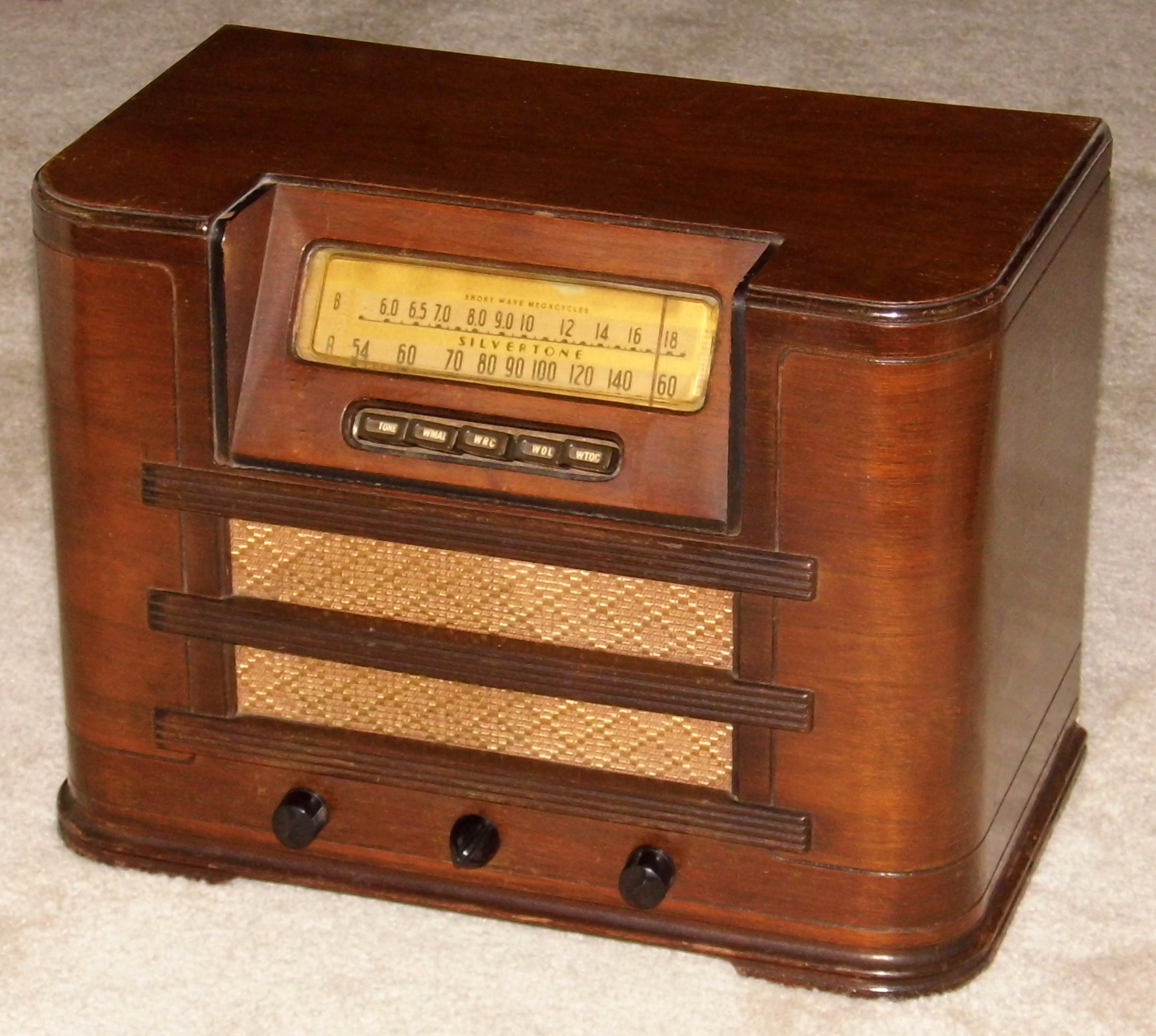 August 2014 Cpo Offers Table Jpg: File:Vintage Silvertone Wood Table Radio With Push Buttons