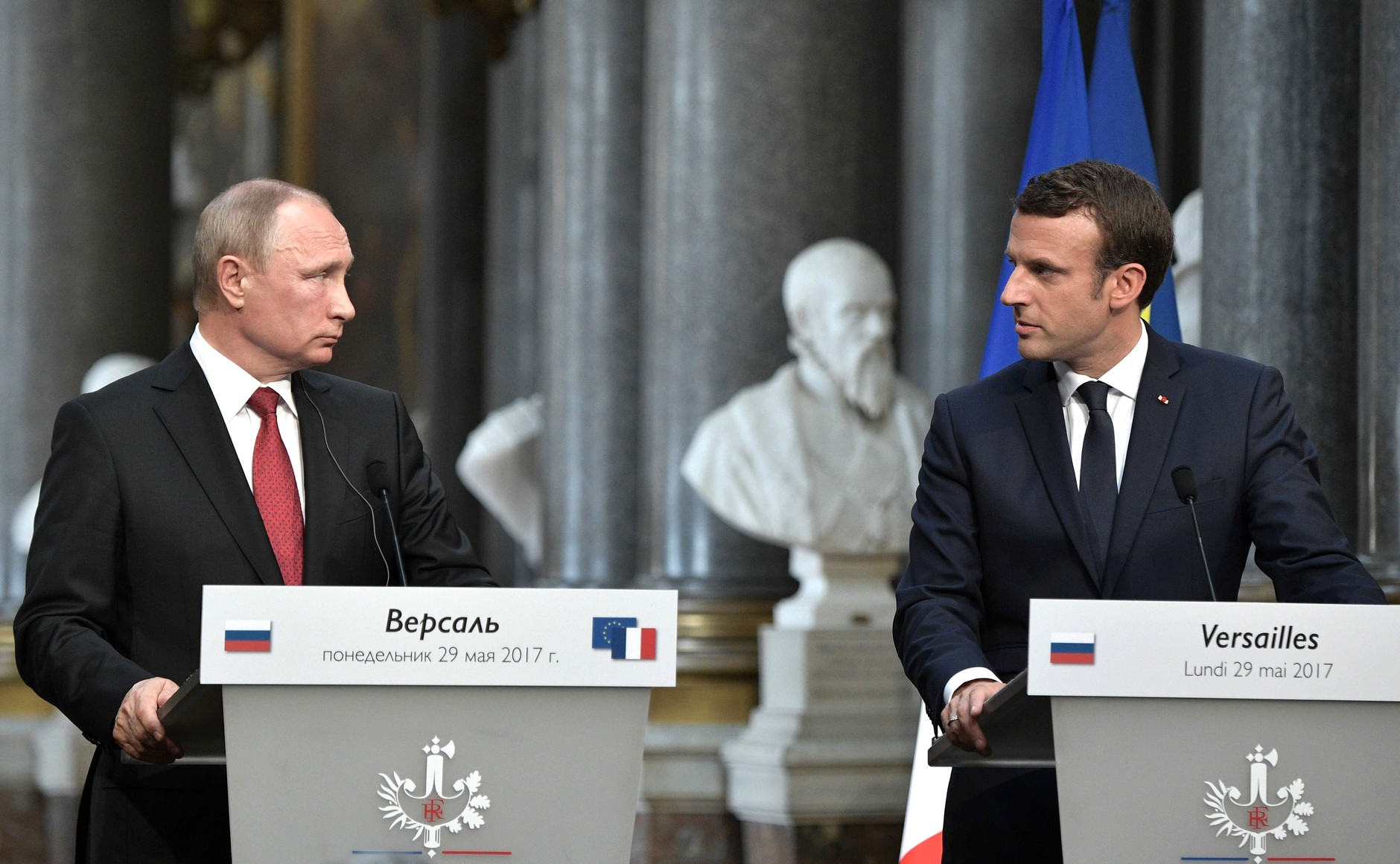File:Vladimir Putin and Emmanuel Macron (2017-05-29) 14.jpg - Wikimedia Commons
