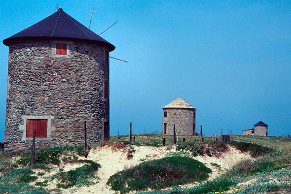 Image:Windmills Portugal.jpg