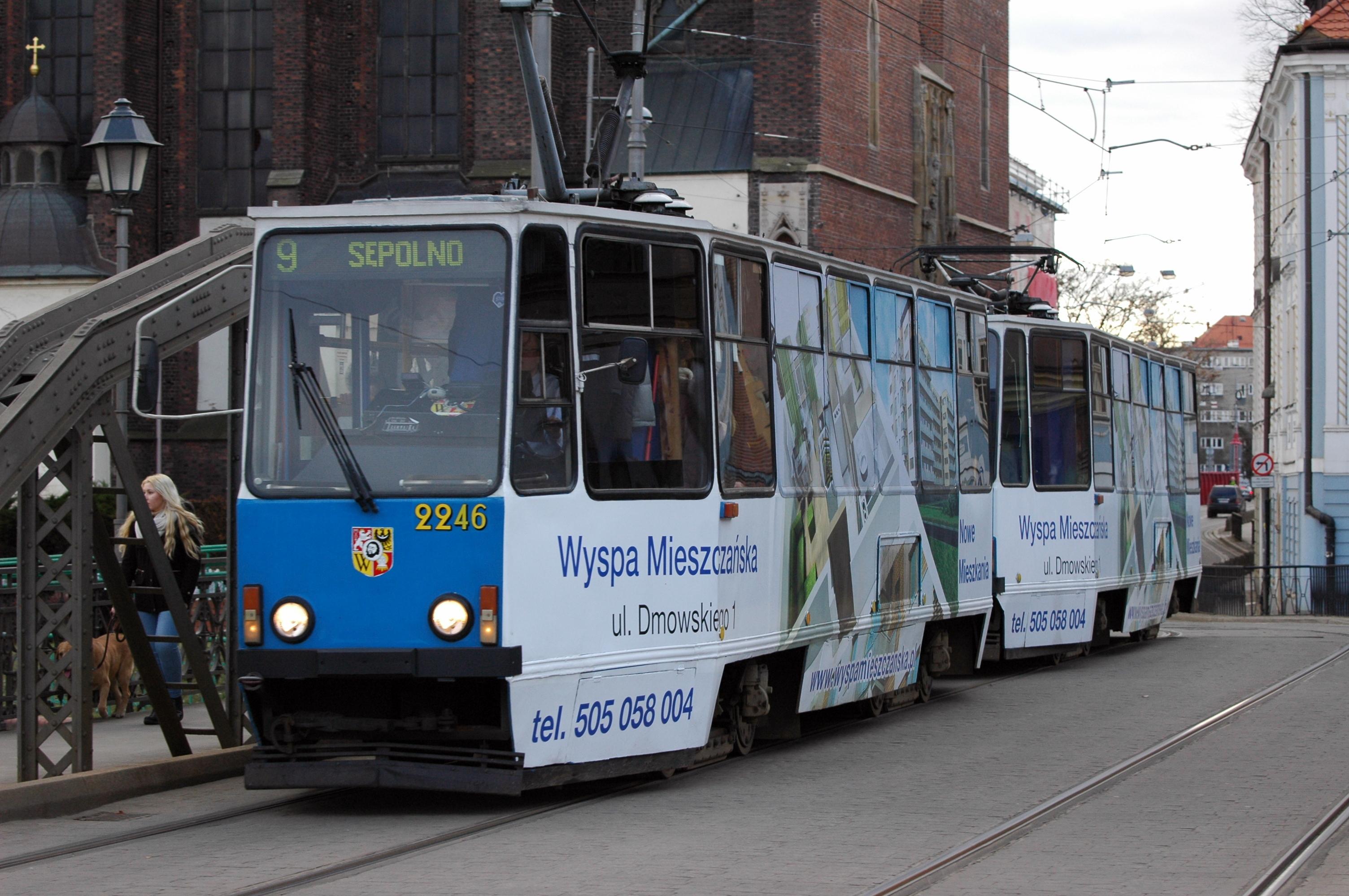 File:Wrocław - Konstal 105Na MPK 2246 2015-12-26 13-56