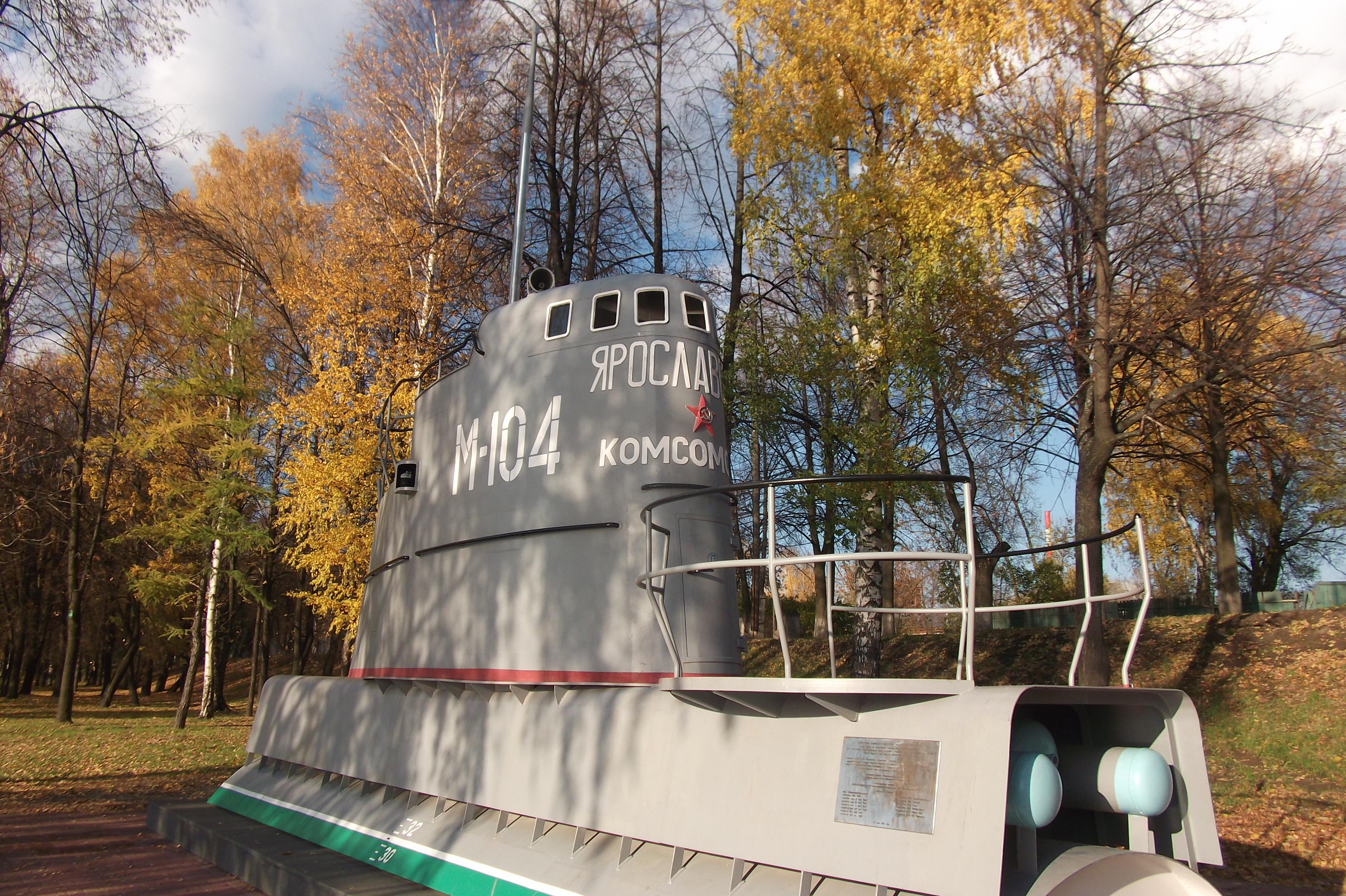 https://upload.wikimedia.org/wikipedia/commons/d/dc/Рубка_подводной_лодки_-_памятник_на_Тверицкой_набережной.JPG