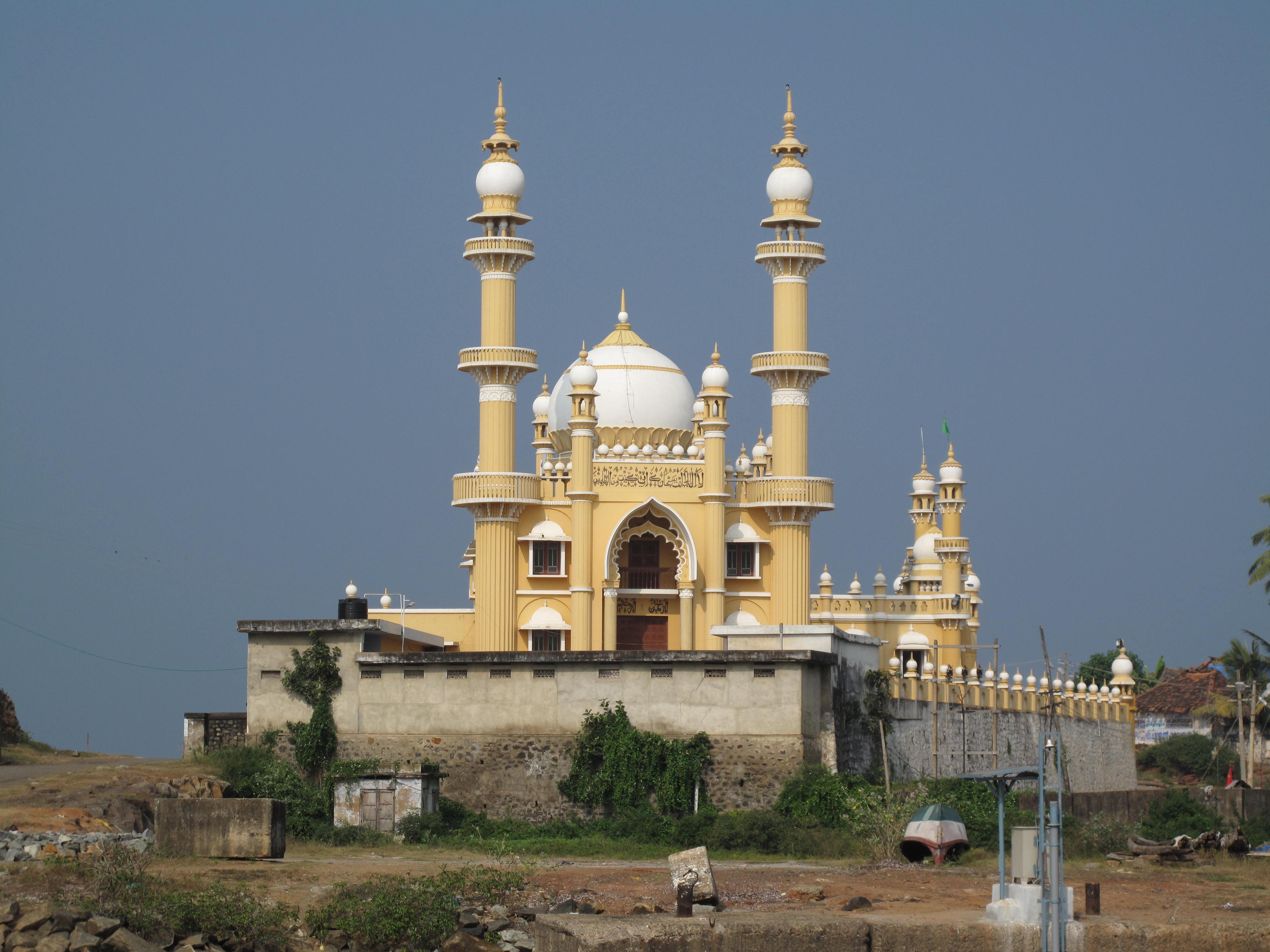 Mosque Wikipedia: File:20100105-Vizhinjam Mosque.JPG