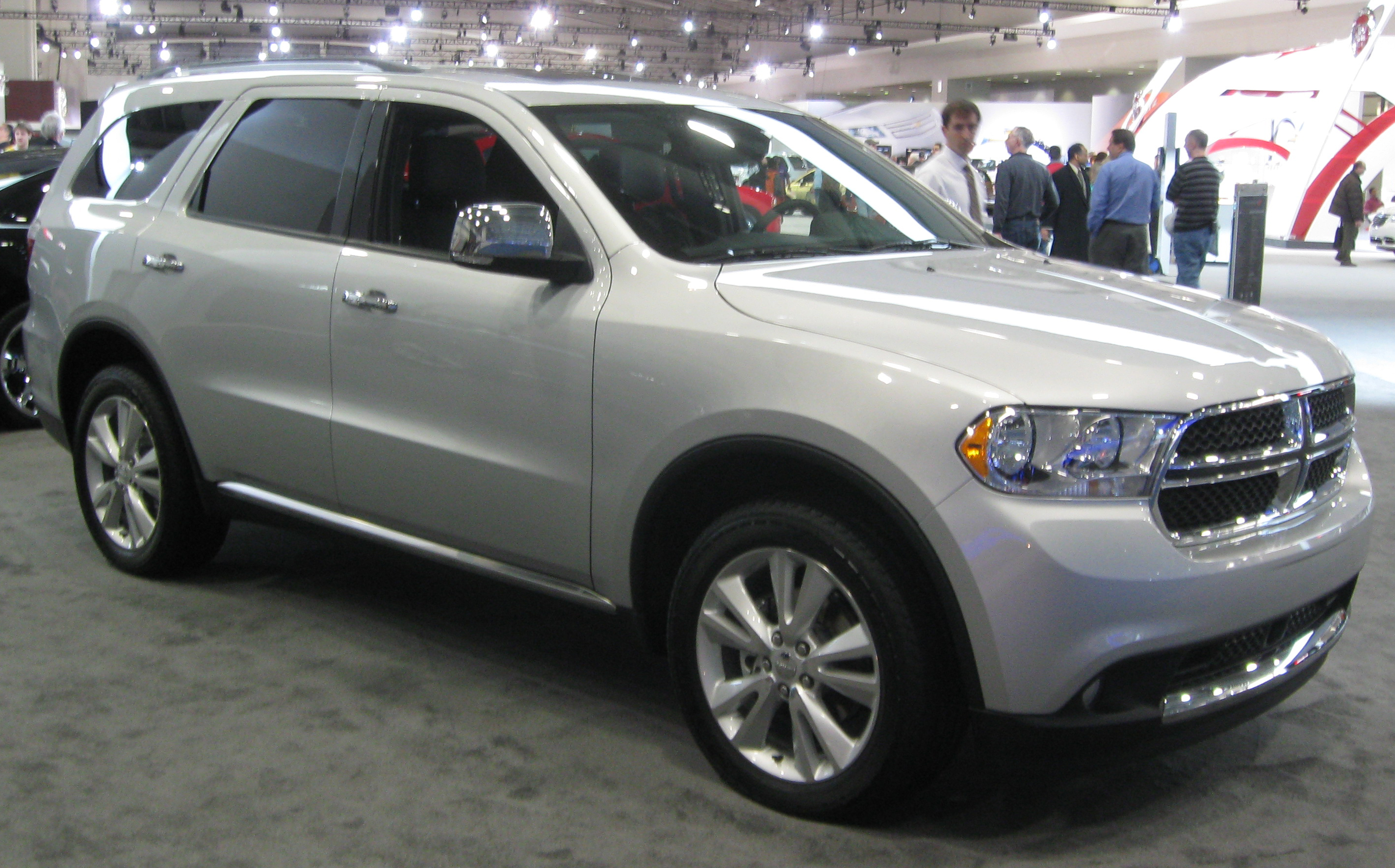 file 2011 dodge durango crewlux 2011 wikimedia commons. Black Bedroom Furniture Sets. Home Design Ideas