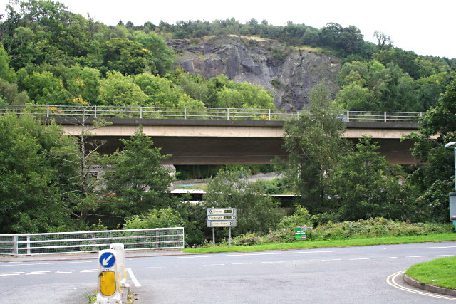 File:A38 and Quarry Face - geograph.org.uk - 942750.jpg