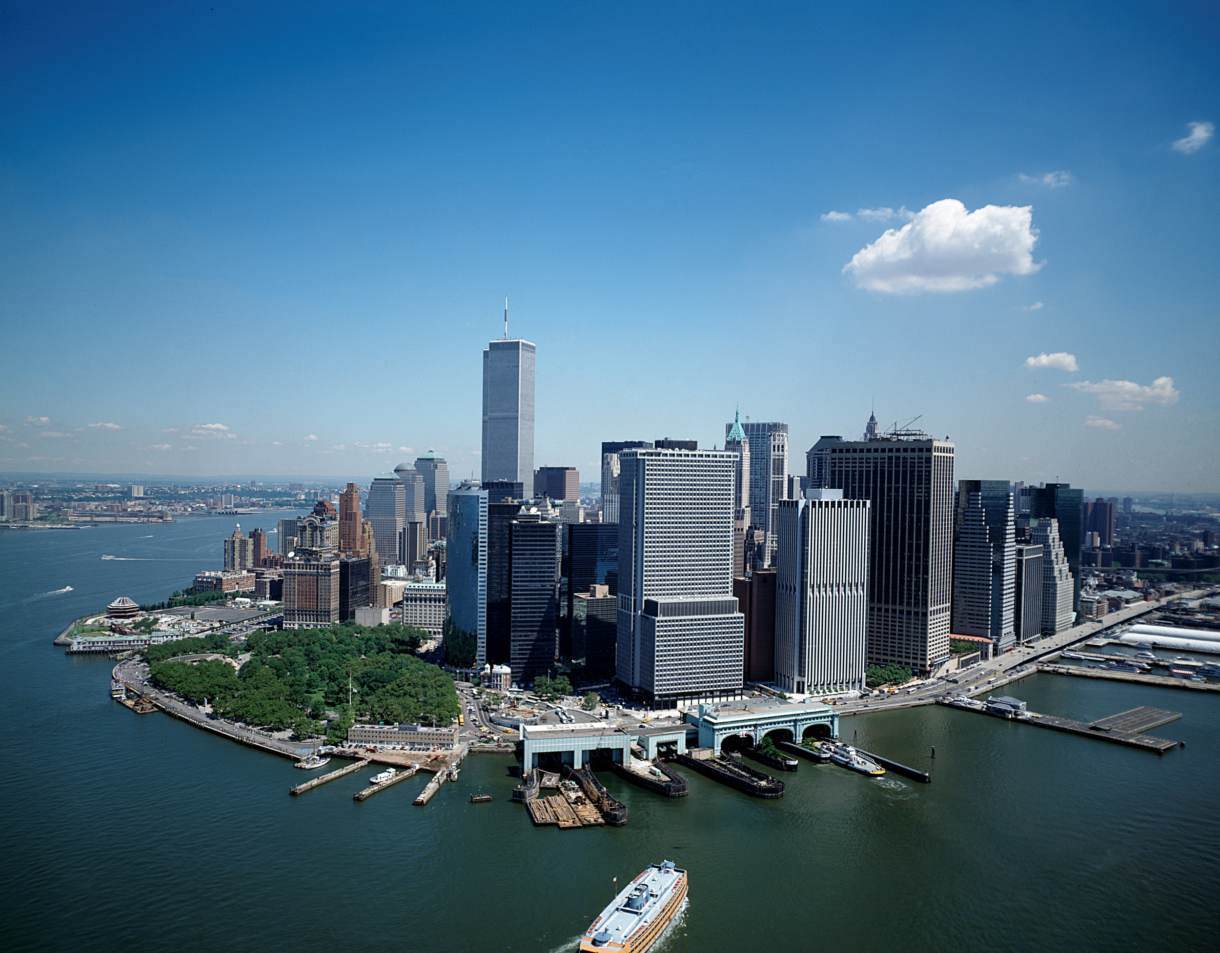 file aerial skyline view of lower manhattan new york city before september 11 2001. Black Bedroom Furniture Sets. Home Design Ideas