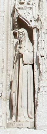 Agnes av Poitiers, skulptur (1893) ved portalen til kirken Sainte-Radegonde i Poitiers