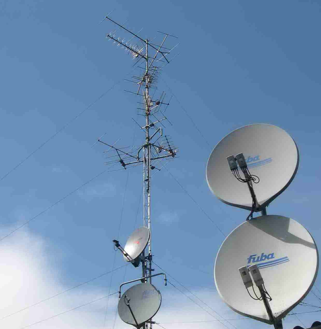 File antennes wikimedia commons - Doubleur d antenne tv ...