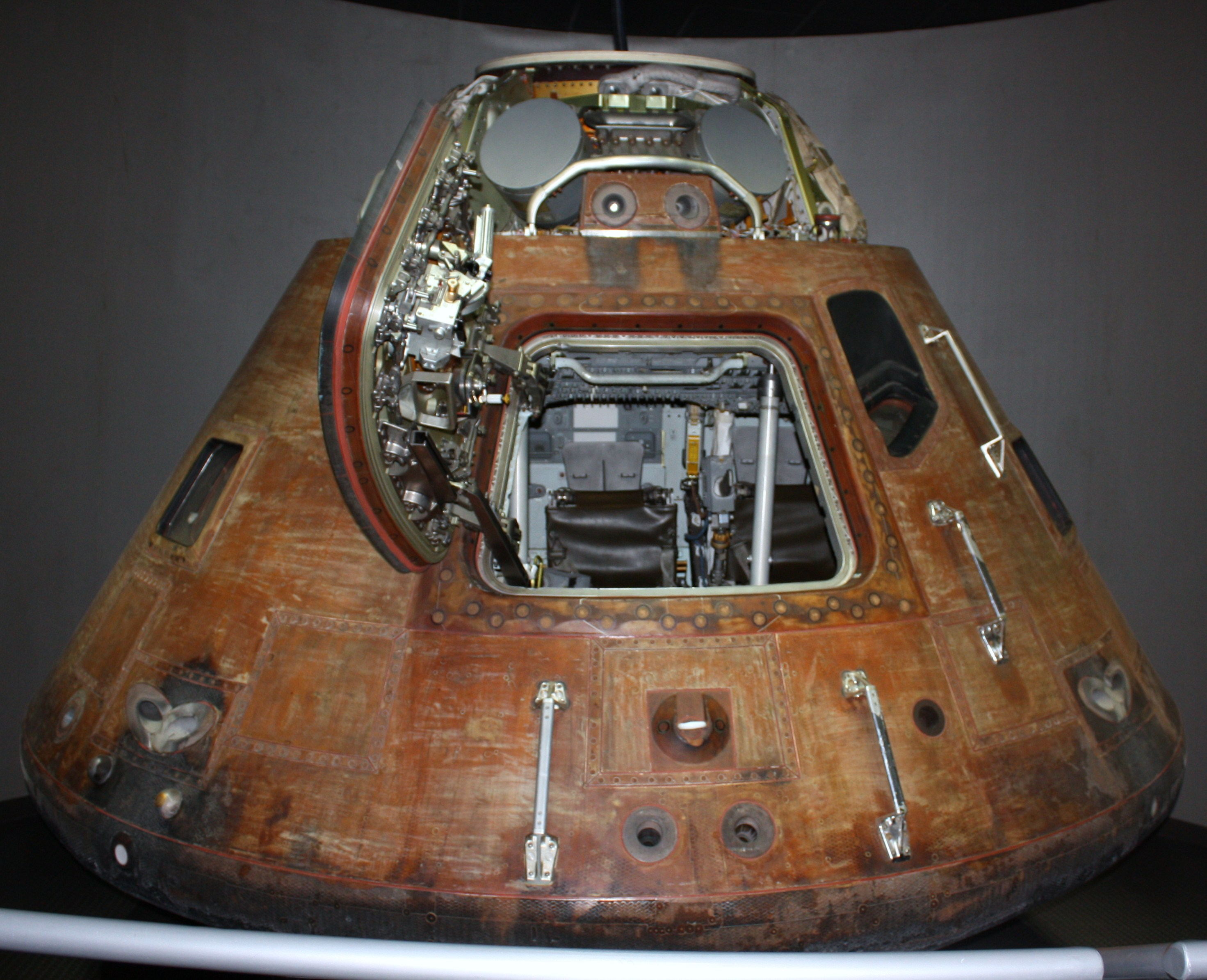 """It looks like that genuine """"Apollo"""" capsule never was in ..."""