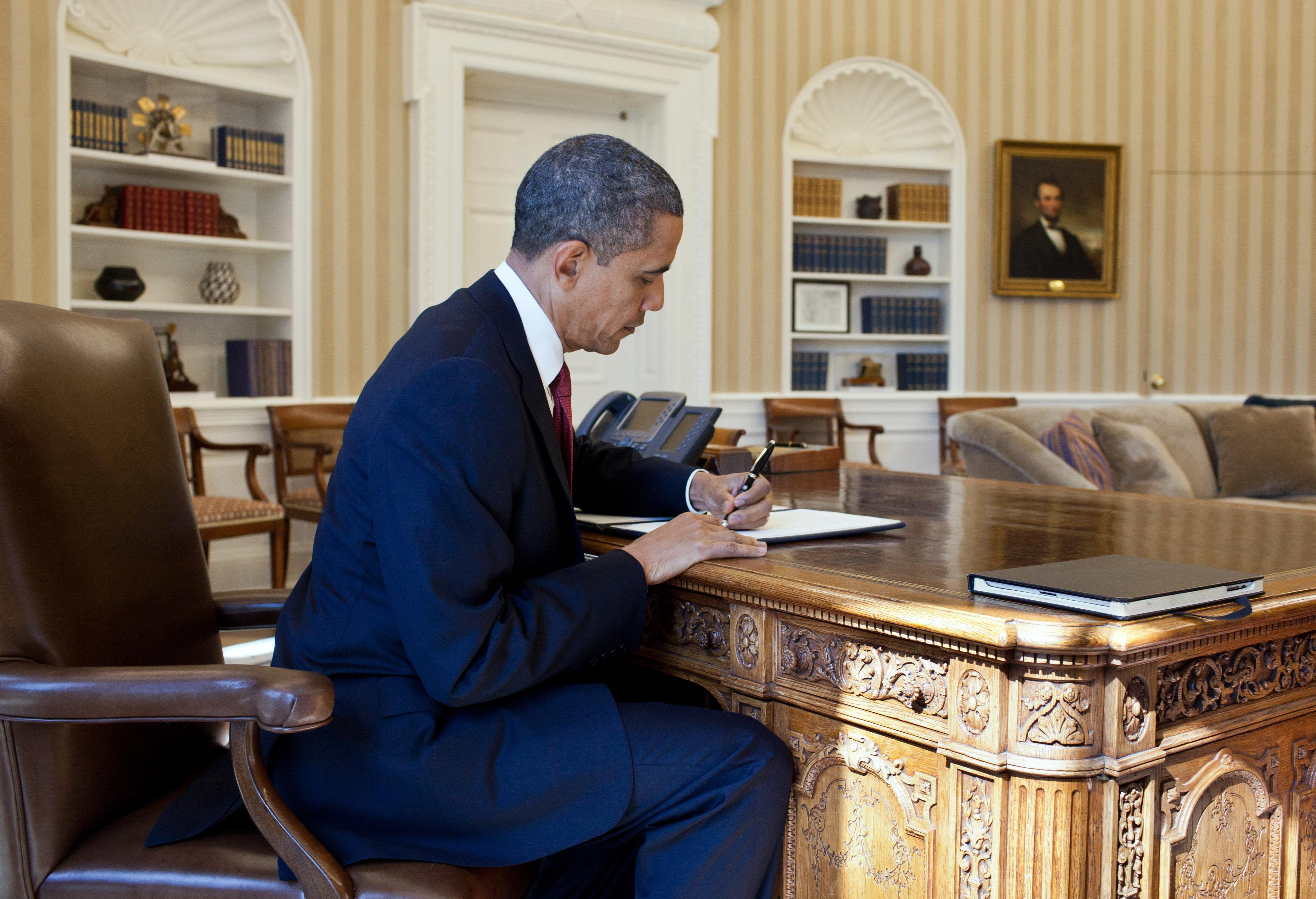 Pres Obama signs executive order