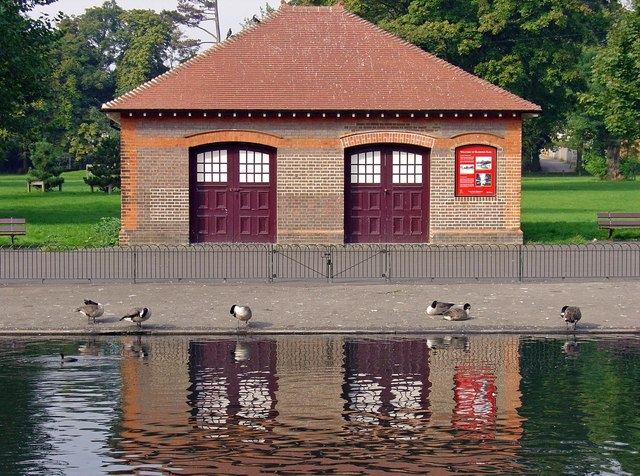Boat house, Wardown Park, Luton - geograph.org.uk - 978317