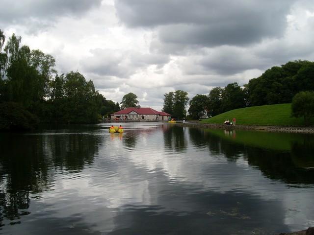 Boating lake in Rouken Glen Park - geograph.org.uk - 1421673