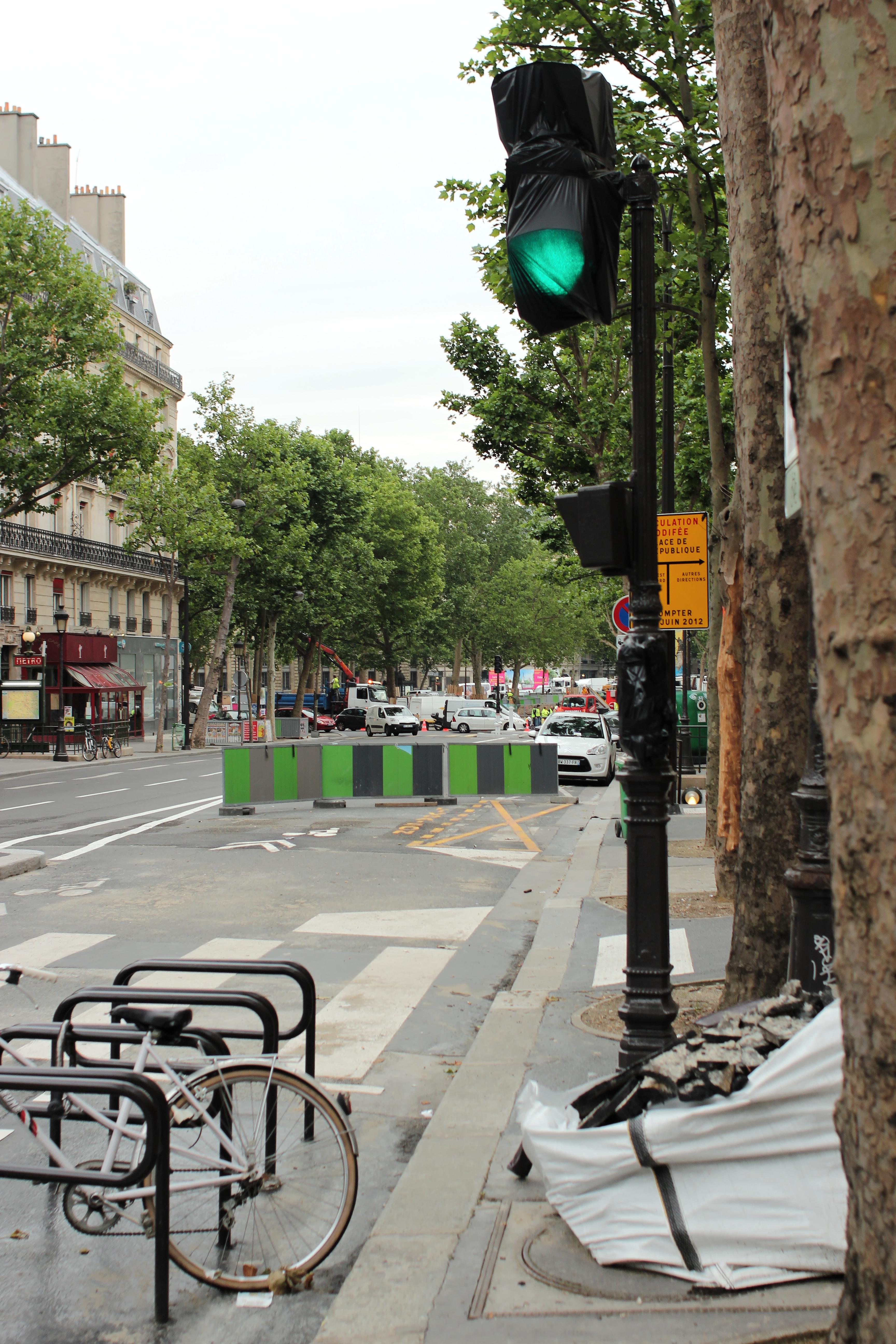 file boulevard saint martin paris feu rouge wikimedia commons. Black Bedroom Furniture Sets. Home Design Ideas