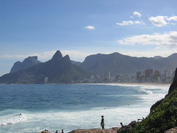 http://upload.wikimedia.org/wikipedia/commons/d/dc/Brasil.RioDeJaneiro.LeblonUndIpanema.jpg