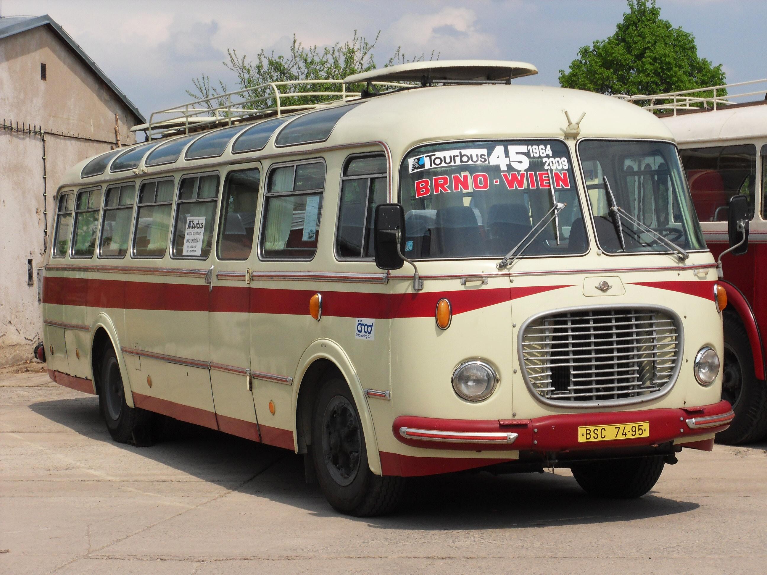 File:Brno, Řečkovice, depozitář TMB, Škoda 706 RTO LUX (Tourbus,