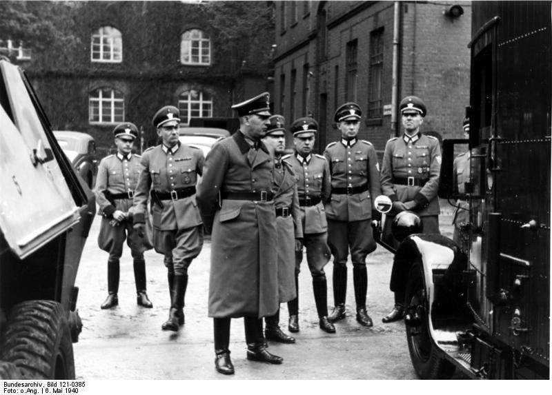 File:Bundesarchiv Bild 121-0385, Berlin, Besichtigung der Technischen Polizeischule, Daluege.jpg