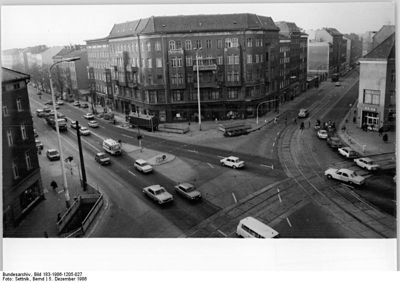 file bundesarchiv bild 183 1986 1205 027 berlin rosenthaler wikimedia commons. Black Bedroom Furniture Sets. Home Design Ideas