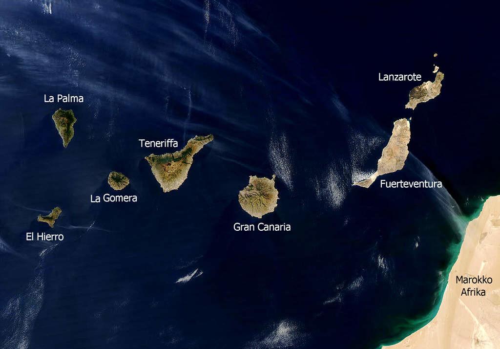 Image satellite légendée des îles Canaries.